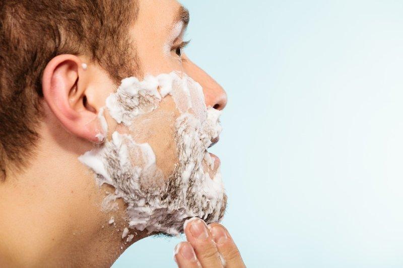 recorte de barba mojado